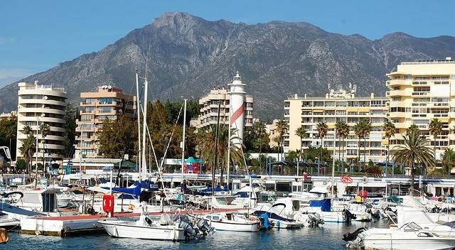 Marbella utsikt över marina och berg